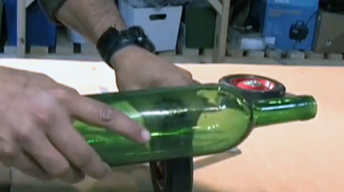 Learn 30 second wine bottle cutting make for How to cut a bottle to make a glass