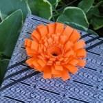 craft_fringed_flower_gift_topper1