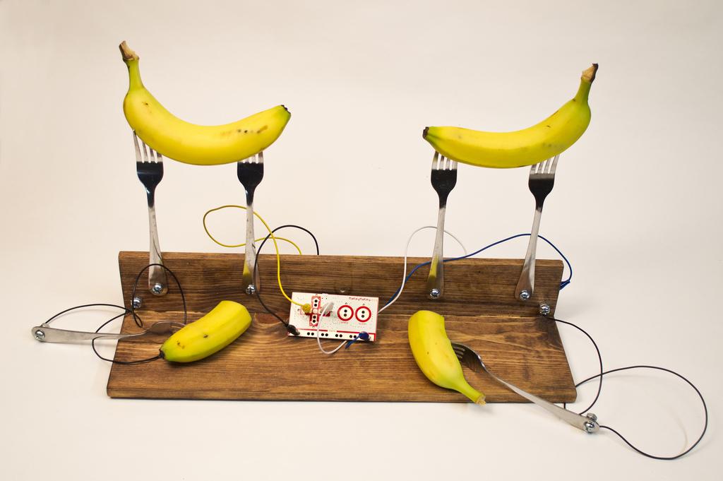 MaKey MaKey Banana Pong