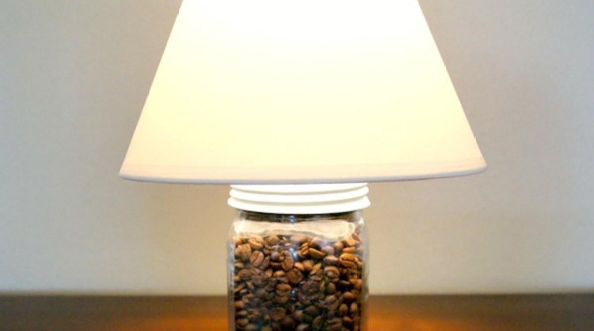 How-To: 5-Minute Mason Jar Lamp