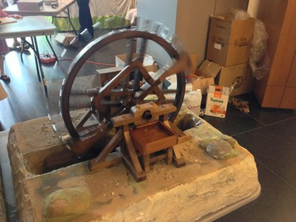 Wooden model water wheel by veproject1.org, the online engineering museum
