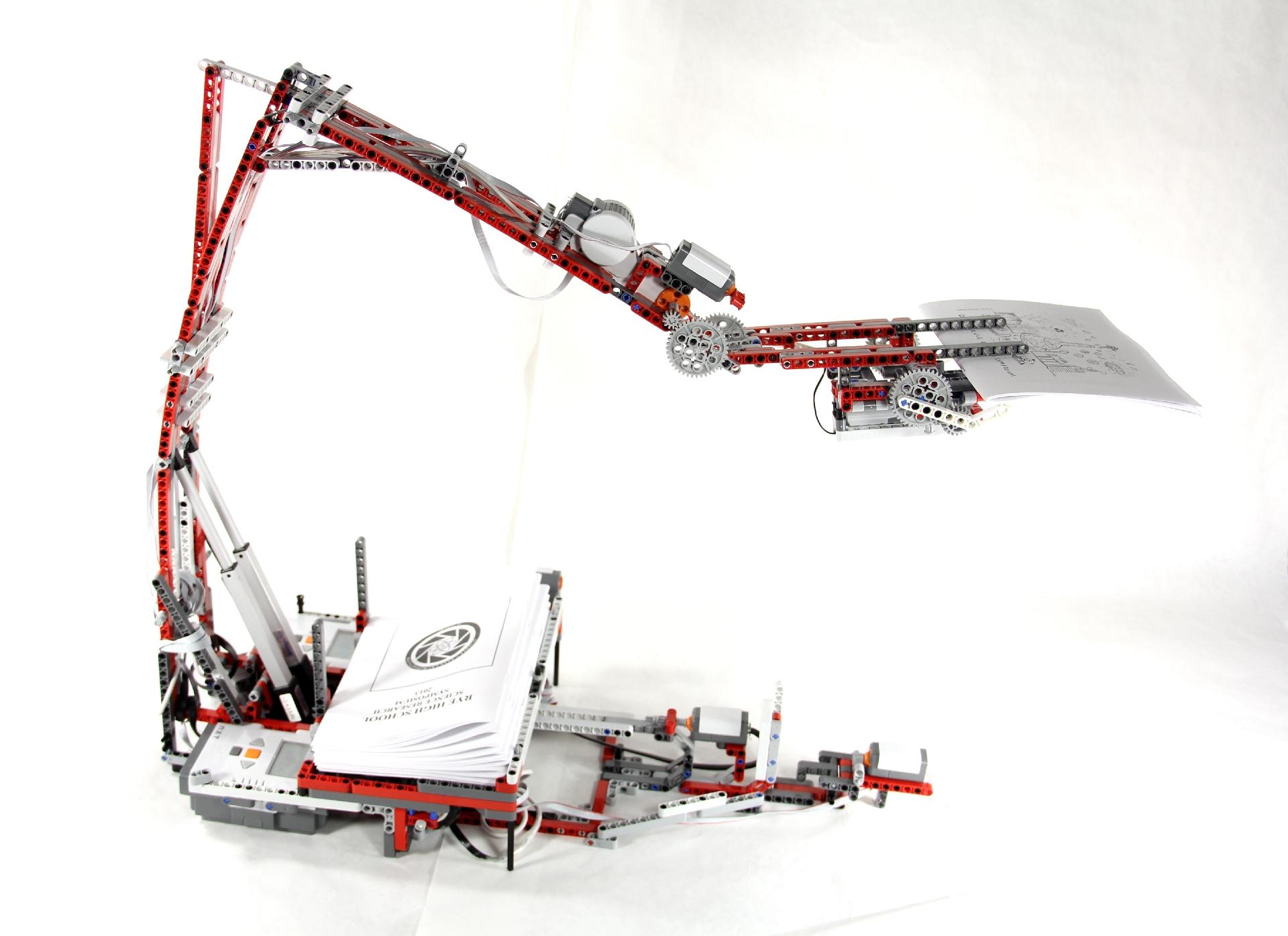 Flyer-Delivering Lego Robot