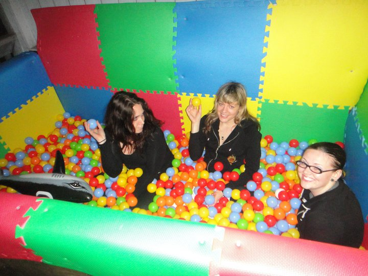 How-To: Build a Ball Pit on Your Porch