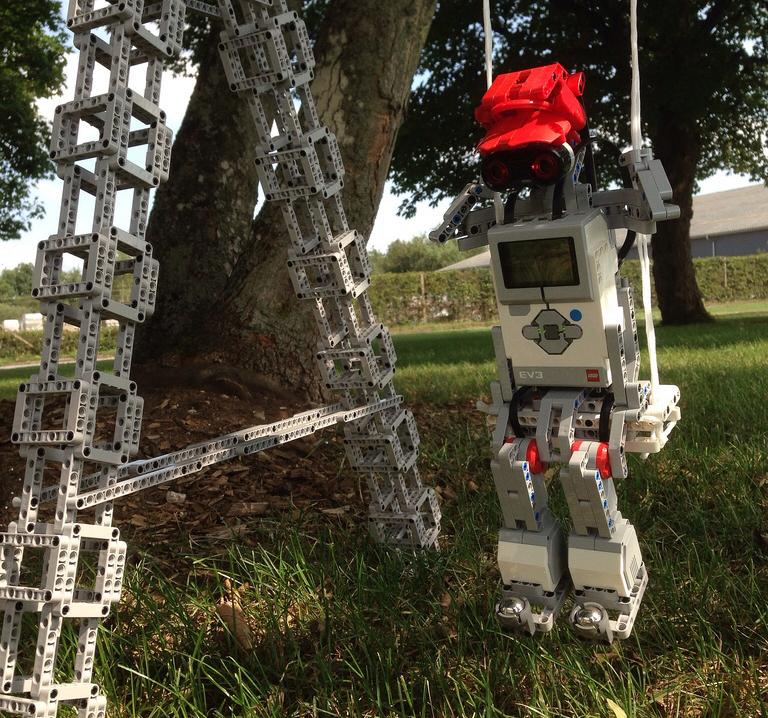 Stev3, a Mindstorms Swingset Robot