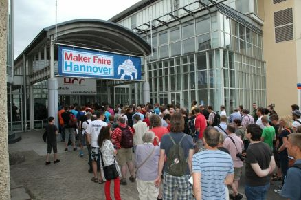 The crowds lined up to get into Germany's first Maker Faire. By Martin Klauss.