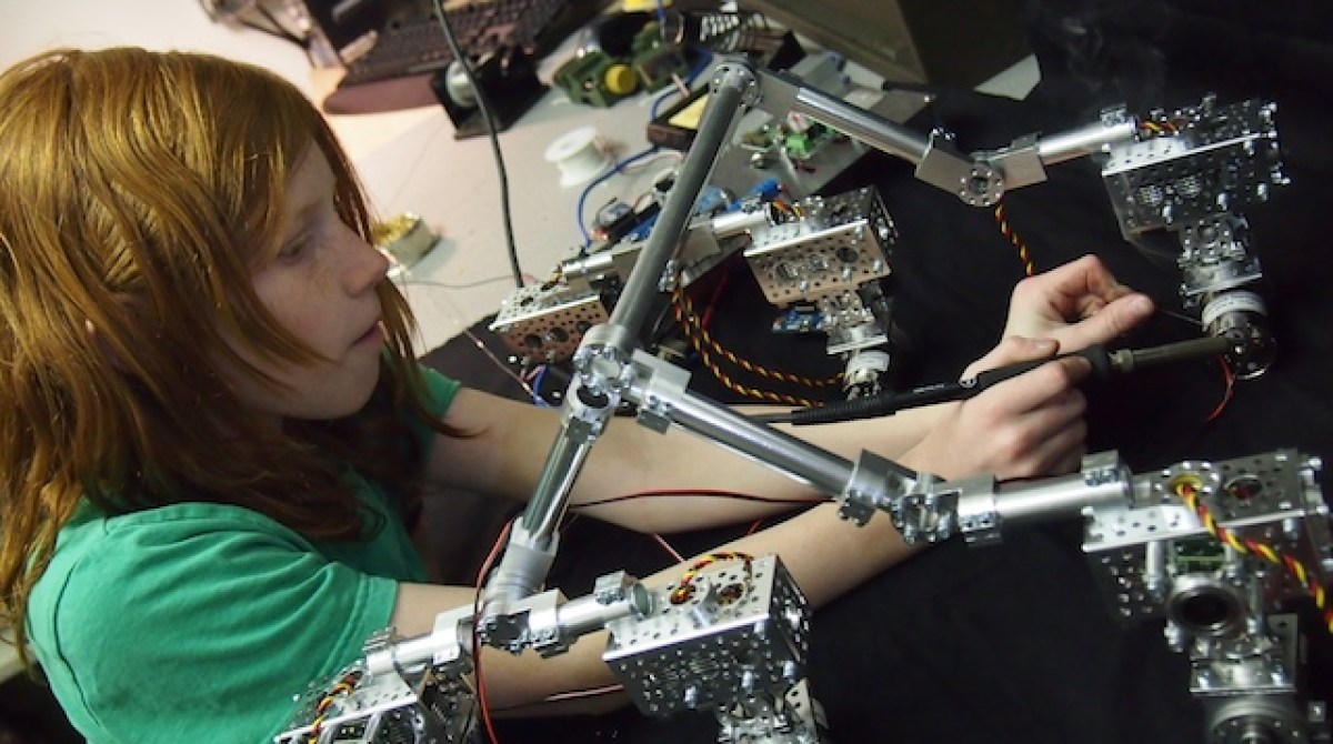 Maker Family Builds Museum Quality Mars Rover | Make: