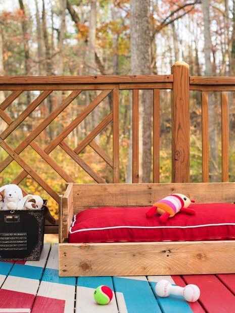How-To: Wood Pallet Dog Bed