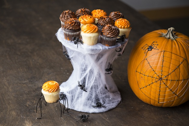 How-To: Spiderweb Cupcake Stand