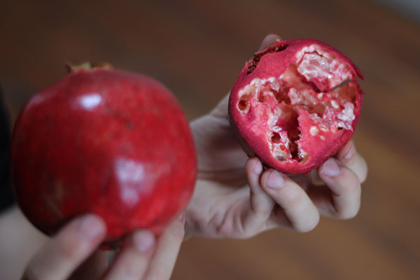 How-To: Quickly De-seed a Pomegranate