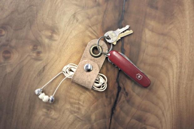 How-To: Earbud Wire Organizer Keychain