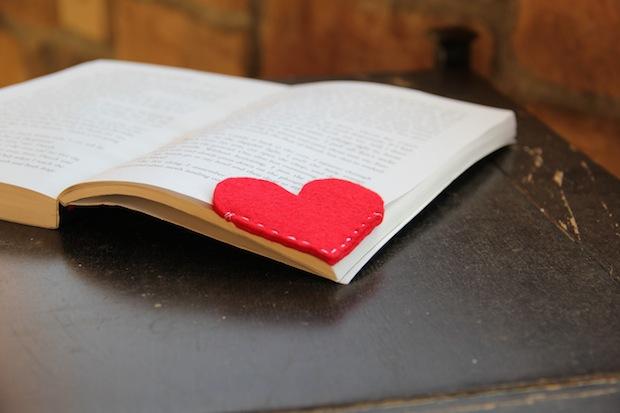 How-To: Felt Corner Bookmarks