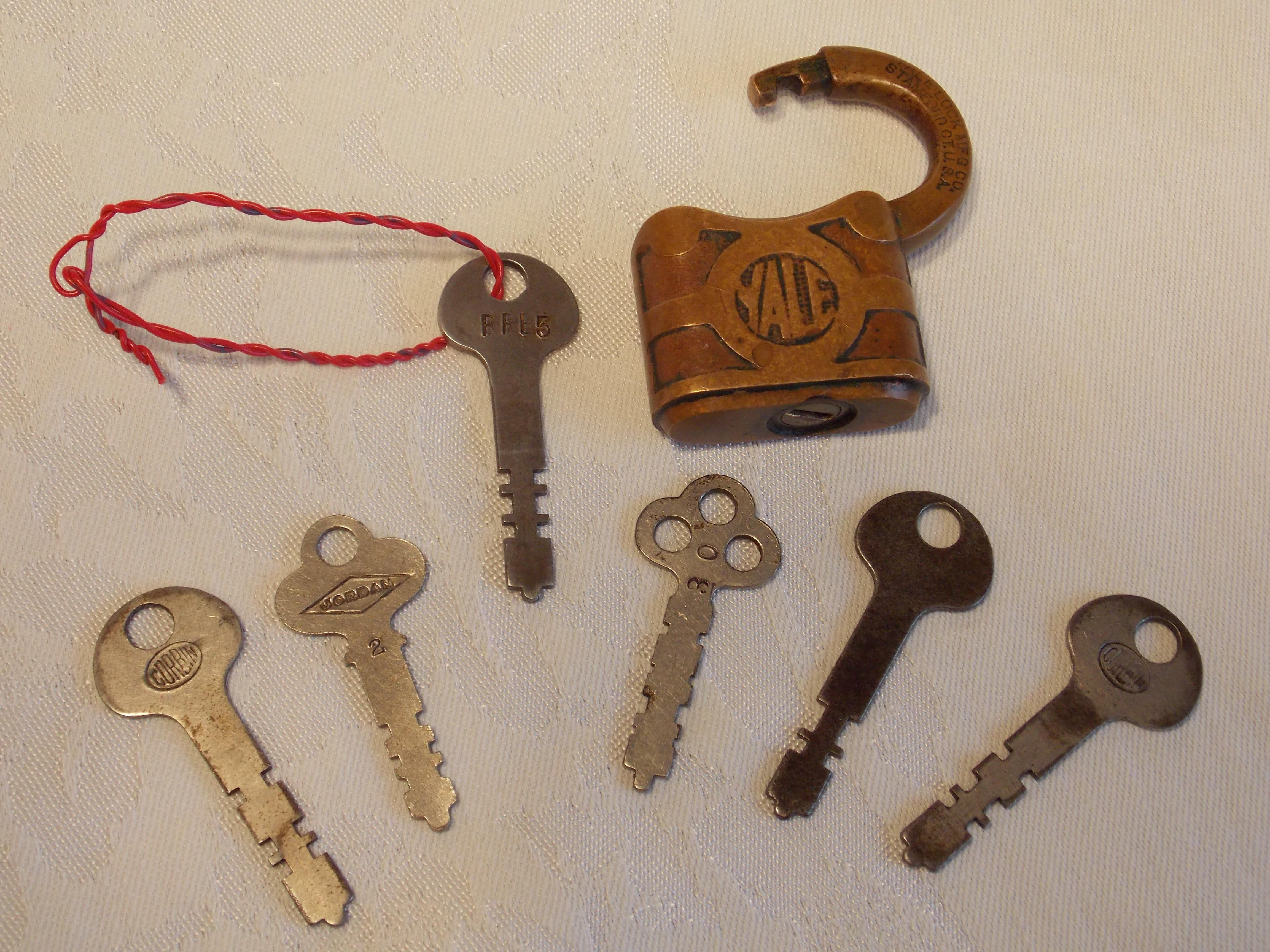 Random Antique Store Keys Open Vintage Locks
