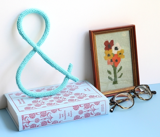 How-To: Knit Ampersand Wall Decoration
