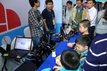 Young makers checking out the robots.