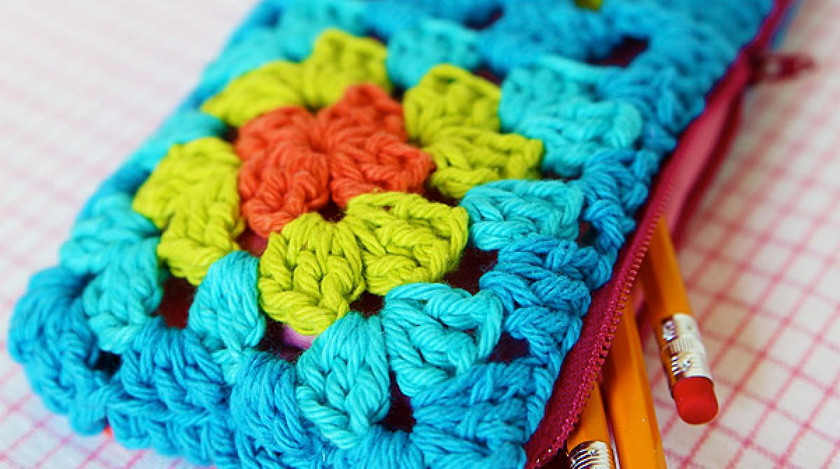 How-To: Granny Square Zippered Pouch