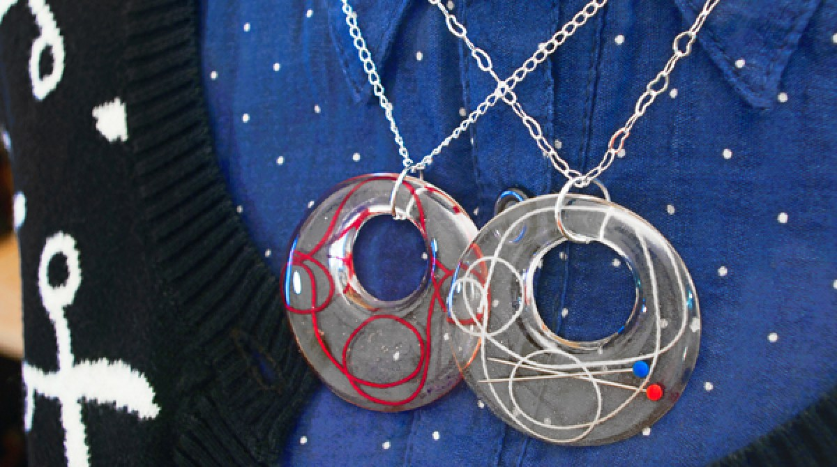 How-To: Resin Sewing Thread and Embroidery Floss Pendants