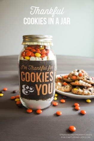 Create Thankful Cookies in a Jar, with this printable labels and recipe idea. [Link]