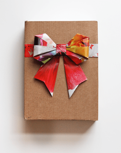 DIY Origami Bows From Magazine Pages