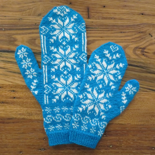 How-To: Frozen-Inspired Mommy and Me Mittens