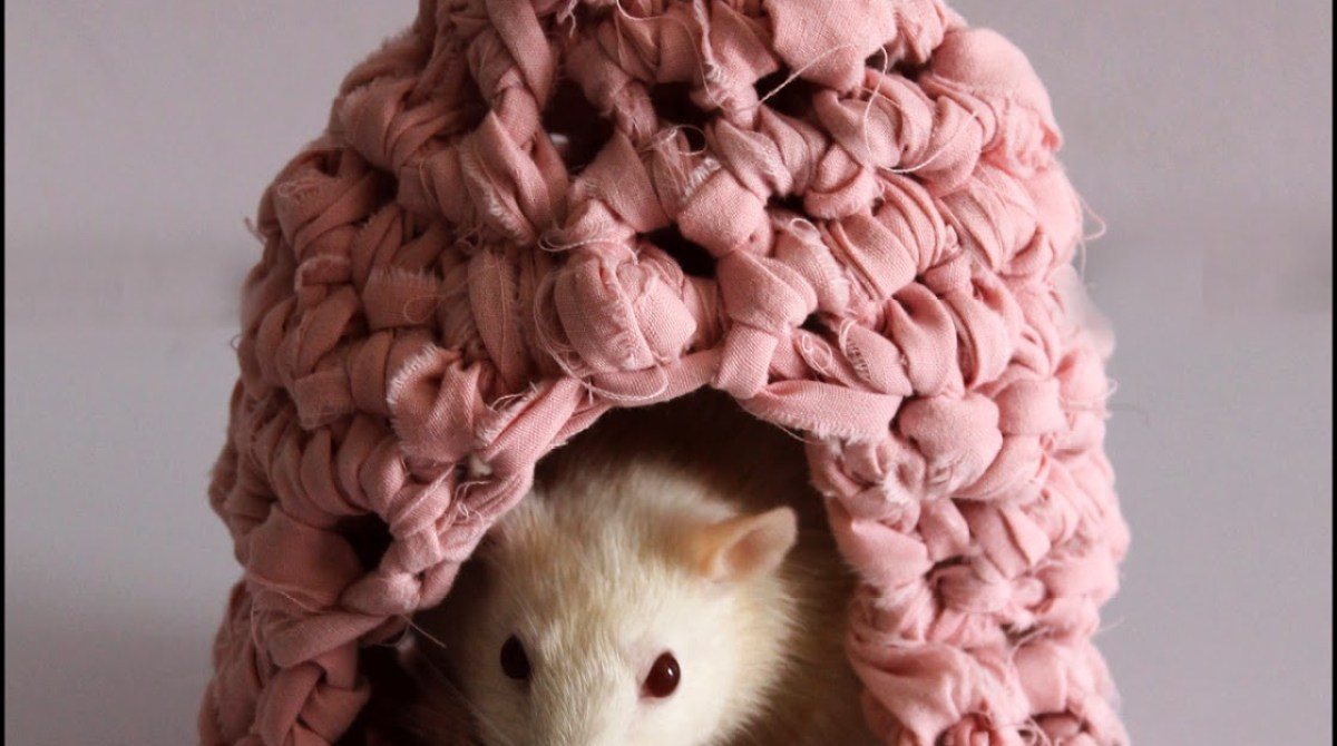DIY Crocheted Rodent Residence From Upcycled Sheets