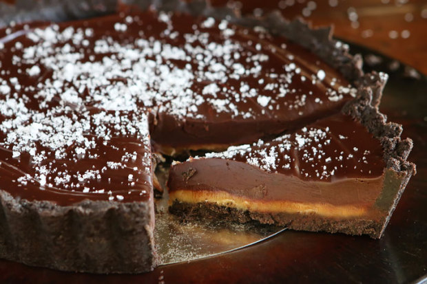 Dark-Chocolate-Salted-Caramel-Oreo-Pie-Recipe-01