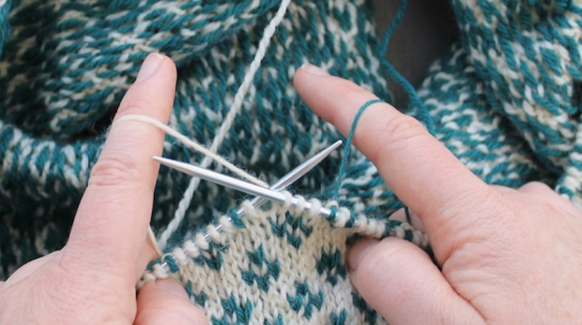 Knitting Tips: How to Hold Yarn for Stranded Colorwork