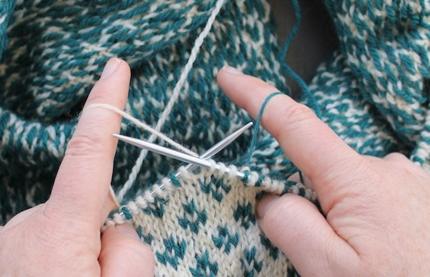 How to Hold Yarn for Stranded Colorwork