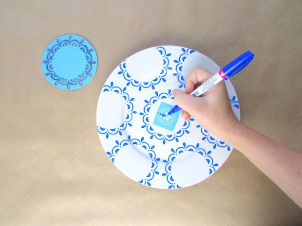 francoisetmoi_hand-painted_blue_plate_display_02