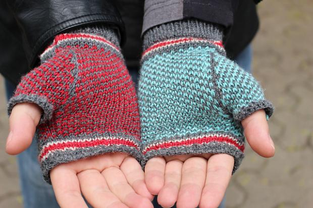 mass-effect-gloves-2