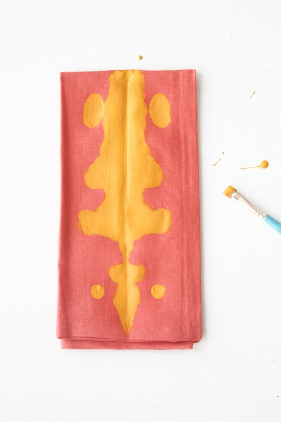 Quick Crafts: 5 Minute Inkblot Napkins