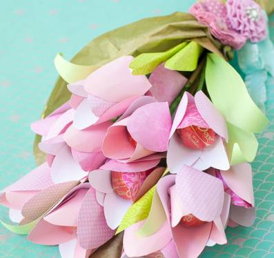 Paper flowers news reviews and more make diy projects and ideas paper flowers with chocolate centers mightylinksfo