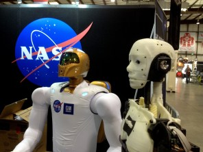 InMoov pays the NASA booth a visit.
