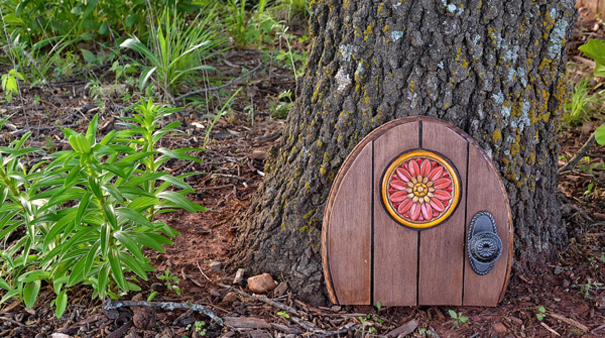 Garden Magic: Make a Gnome Door