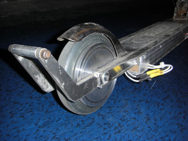 """A small """"hub motor"""" scooter I built in 2008 that I used as transport for 2 years."""