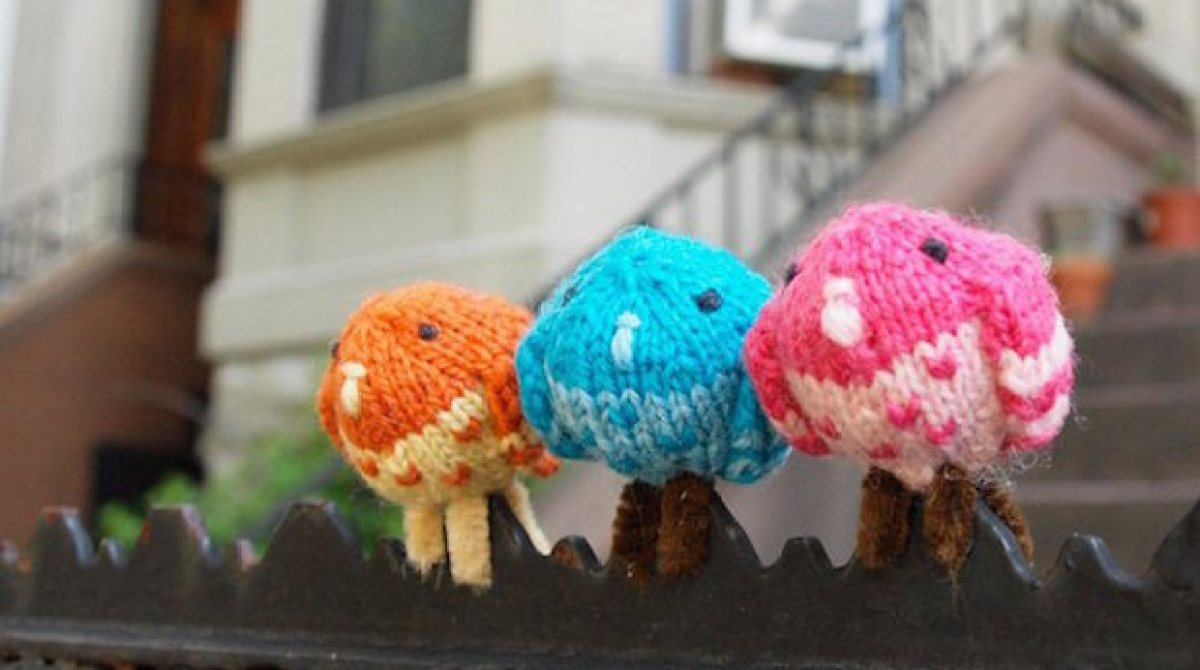 Flashback CRAFT Pattern: Tiny Knitted Perching Pigeons