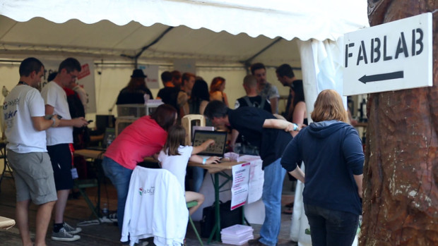 The Fab Lab tent was the most popular exhibit at Catalpa music festival in Auxerre.