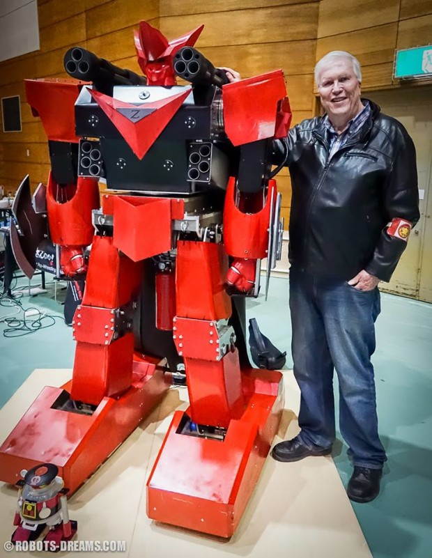 Lem posing with Great King Keyser Z, champion of the Real Robot Battle 2014.