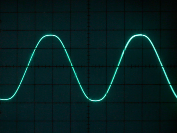 Figure D: With the two 500K trimmers set to equal values, you get a symmetrical waveform. When switch 2 is down, it's a sine wave.