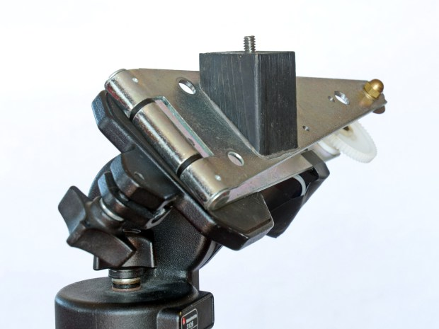 Hinge Sky Tracker for Astrophotography