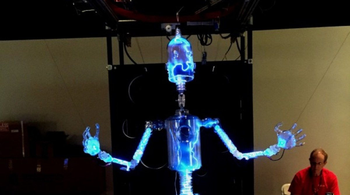 PlasmaBot: World's Coolest Marionette
