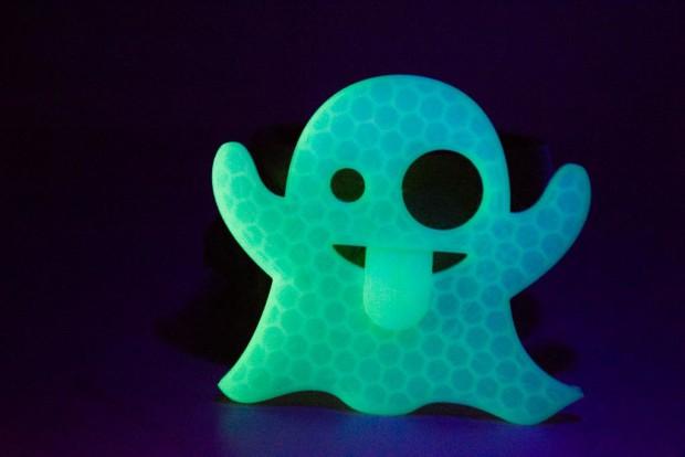 Creepy prints for halloween: Ghost Emoji
