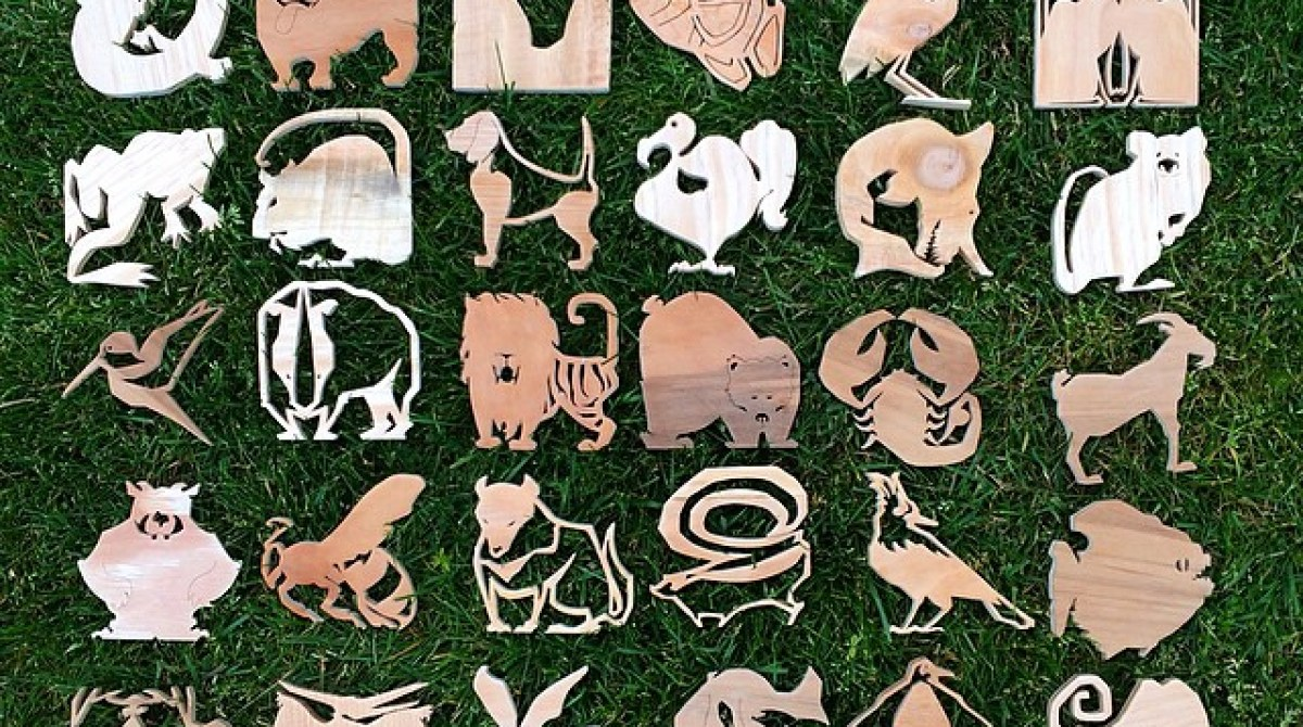 A Wooden Menagerie: 365 Days of Scroll Sawn Animals