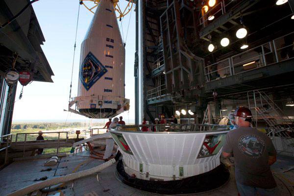 The Cygnus spacecraft encapsulated in the four-meter Atlas V fairing. (Credit: Orbital ATK)