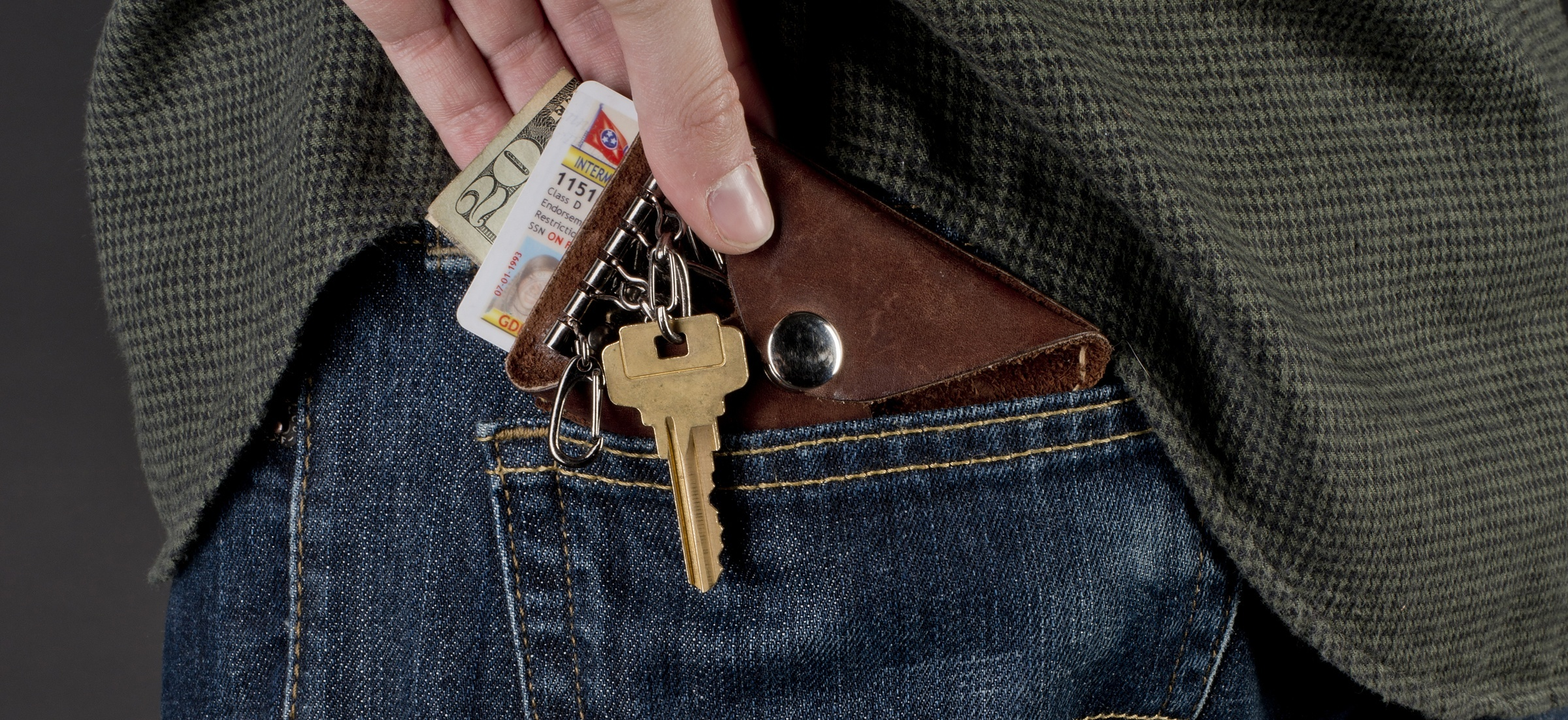 Carry Less Stuff with a Minimalist Leather Wallet and Key Holder