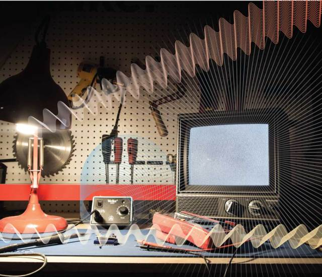 Weekend Project: Listen to Weird Sounds from Electromagnetic Fields