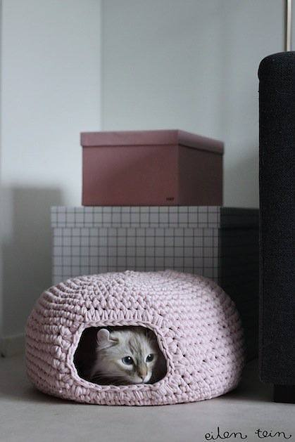 eilentein_crocheted_cat_cave