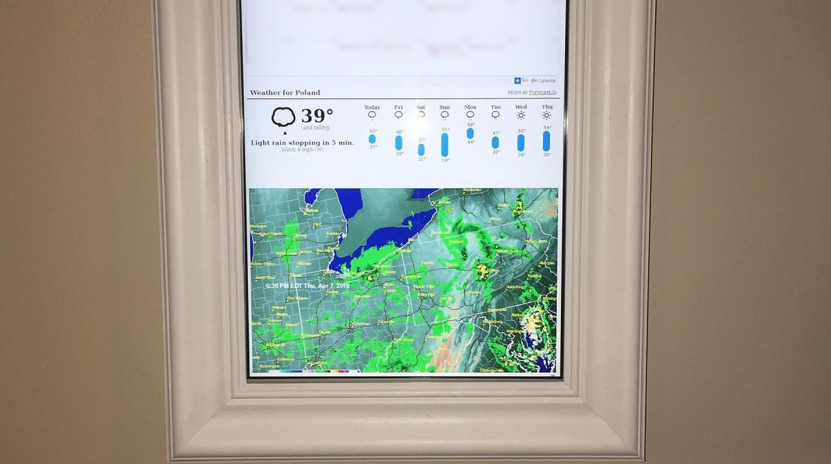 raspberry pi display shows your day at a glance make