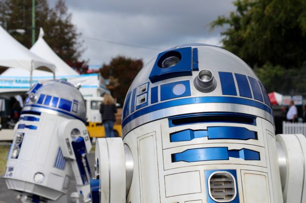 Only at Maker Faire is a posse of R2s a pretty normal sight. (11:32am Alasdair Allan)
