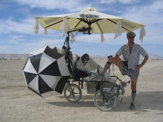 The three umbrellas on the Zander Lander are driven by three independent electric motors, which add to the tricycle's unique visual. (Image courtesy of Paul Norton via leozander.blogspot.com)