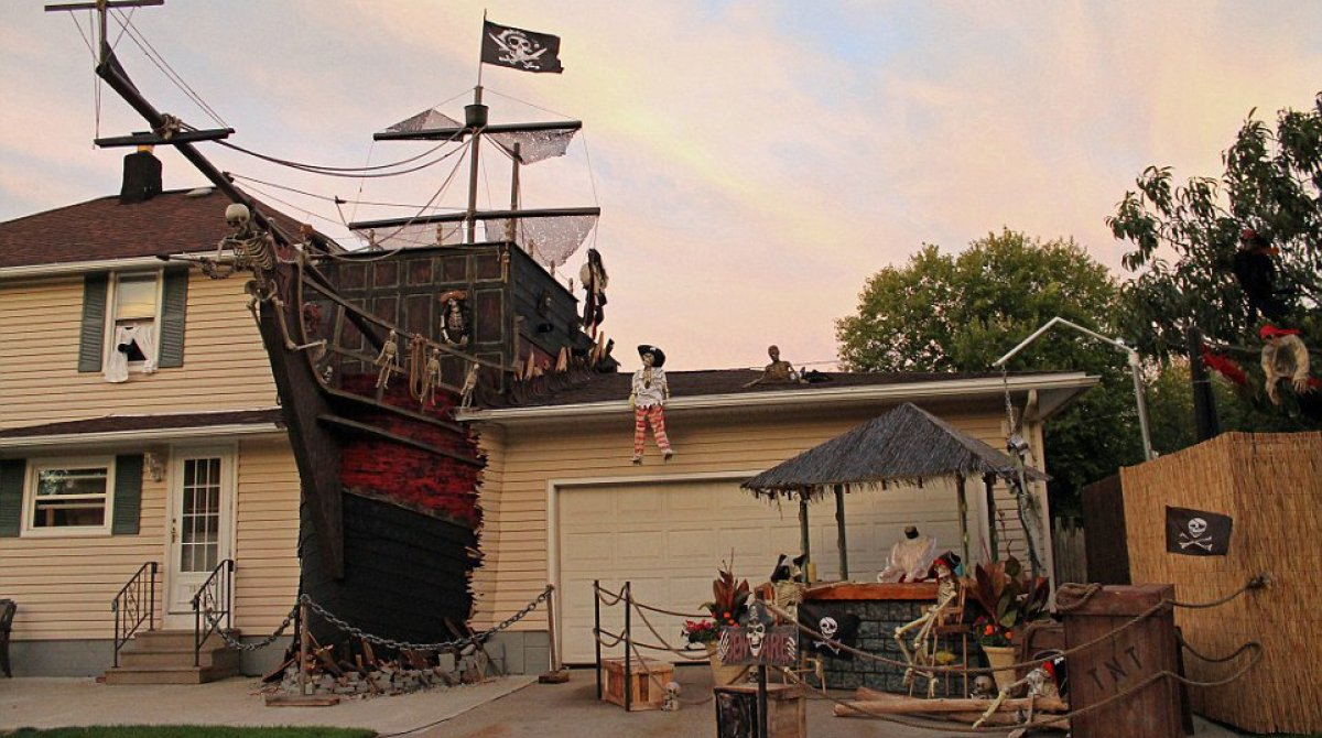 article featured image - Pirate Halloween Decorations